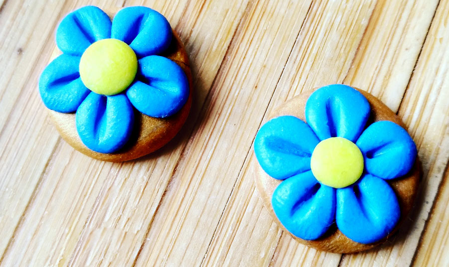 Pendientes margarita azul-ocre